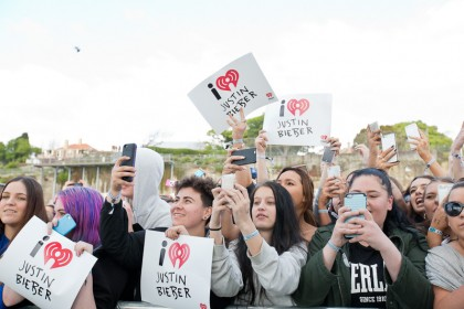 #BIEBERISLAND - iHeartRadio LIVE - Justin Bieber fans