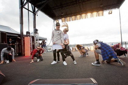 #BIEBERISLAND - iHeartRadio LIVE - Justin Bieber performs with dancers