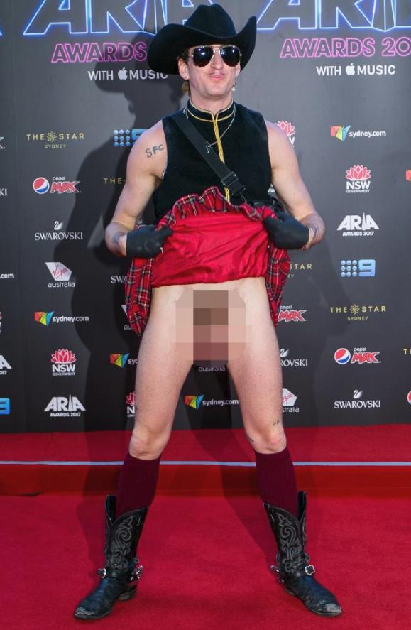 Kirrin J Callinan at the ARIAs 2017
