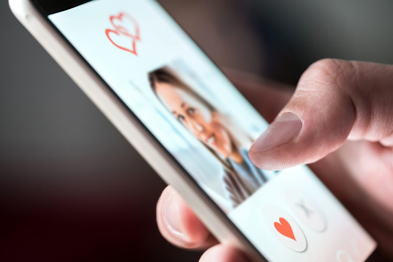 Tinder And Grindr Swipe Left On Data Privacy: Report - B&T